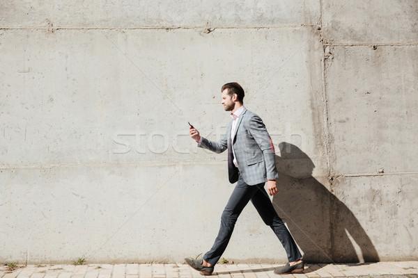 Widok z boku portret człowiek kurtka młody człowiek Zdjęcia stock © deandrobot