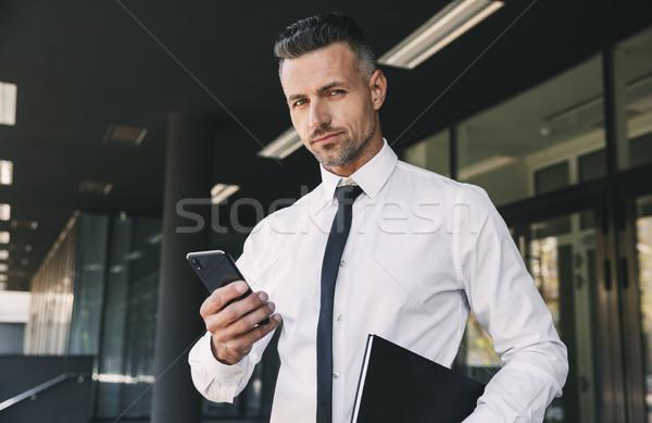 Portré fiatal üzletember hivatalos ruházat áll Stock fotó © deandrobot