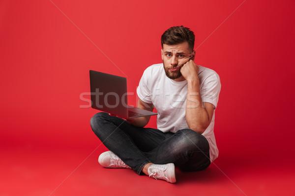 Fotografia niezadowolony nudzić człowiek tshirt dżinsy Zdjęcia stock © deandrobot