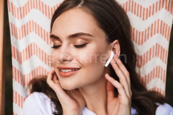 Stock foto: Lächelnd · junge · Mädchen · Musik · hören · Kopfhörer · ruhend
