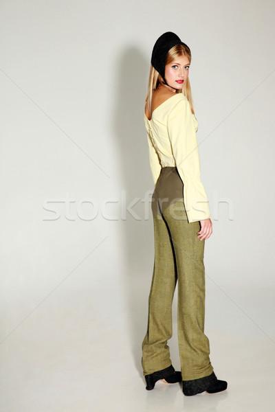 Oldalnézet portré fiatal trendi nő szürke Stock fotó © deandrobot