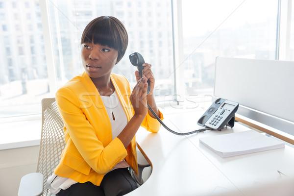 Foto stock: Mujer · de · negocios · micrófono · teléfono · afro · americano
