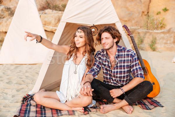 улыбаясь девушки указывая пальца пляж дружок Сток-фото © deandrobot