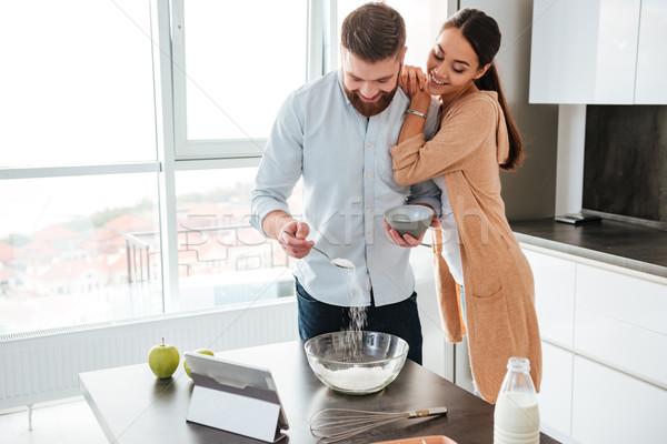 Pişmiş mutfak tablet kız sevmek Stok fotoğraf © deandrobot