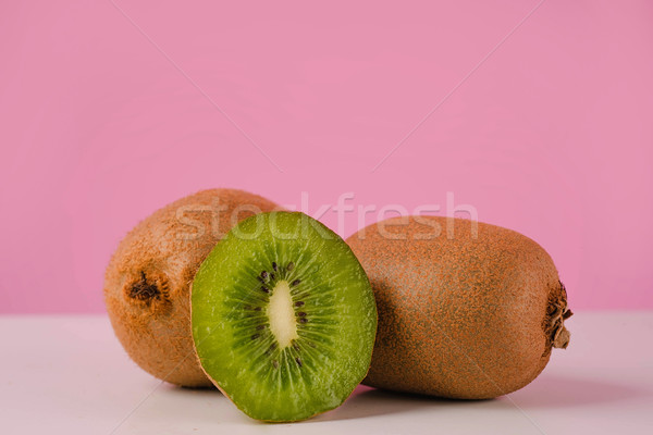 Photo stock: Fraîches · juteuse · kiwi · fruits · table