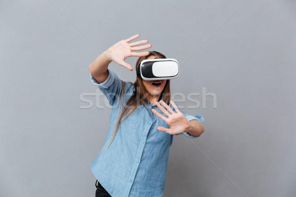Heureux femme shirt réalité appareil Photo stock © deandrobot