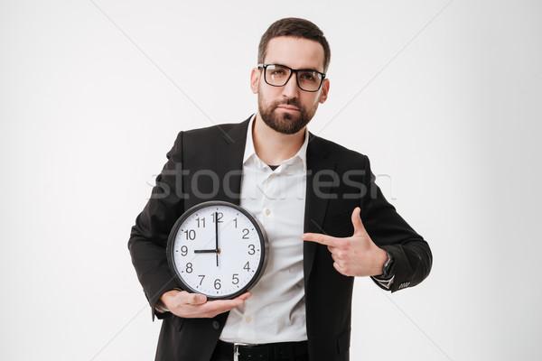 Knap bebaarde zakenman wijzend horloge foto Stockfoto © deandrobot