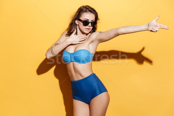 Surpreendente mulher jovem foto isolado amarelo Foto stock © deandrobot