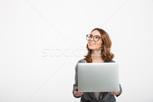 Mooie jonge dame student met behulp van laptop computer Stockfoto © deandrobot