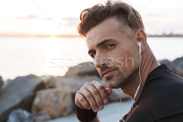 Foto stock: Retrato · guapo · escuchar · música
