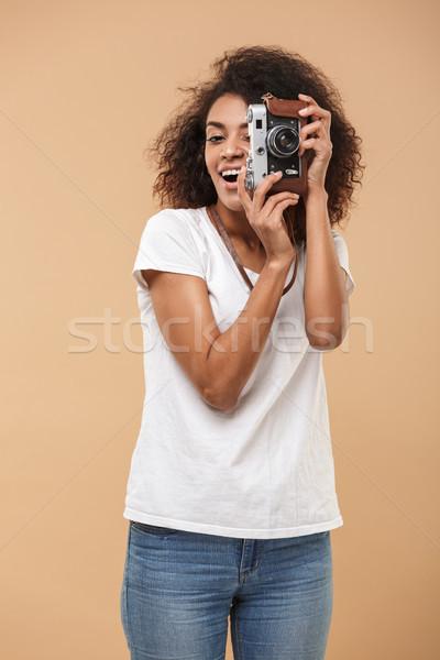 Portré mosolyog fiatal afrikai nő elvesz Stock fotó © deandrobot
