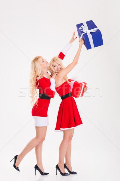 Kettő játékos nővérek ikrek mikulás ruhák Stock fotó © deandrobot