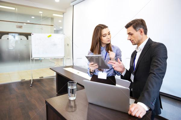 Geschäftsmann Sekretär Planung Arbeit Büro stehen Stock foto © deandrobot