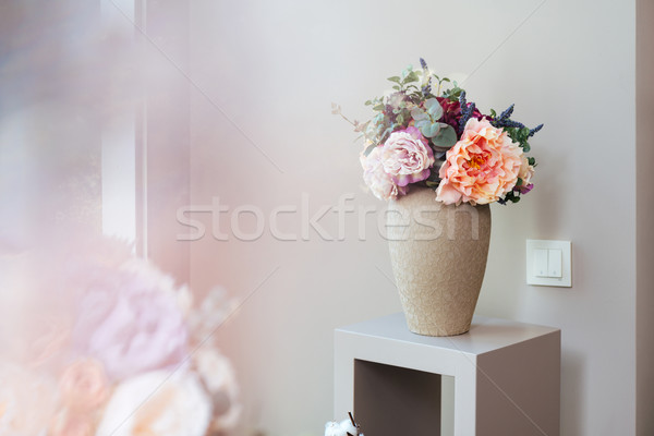 Vase fleurs permanent faible table belle Photo stock © deandrobot