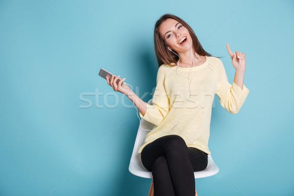 Stockfoto: Gelukkig · vrolijk · meisje · luisteren · muziek · Blauw