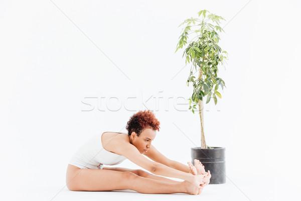 Afroamerikai fiatal nő nyújtás gyakorol jóga kicsi Stock fotó © deandrobot