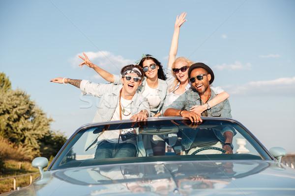 Grupy szczęśliwy młodych ludzi kabriolet portret dziewczyna Zdjęcia stock © deandrobot