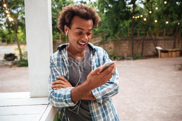 Feliz maravilhado homem telefone móvel ao ar livre Foto stock © deandrobot