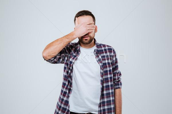 Barbudo homem camisas olhos isolado cinza Foto stock © deandrobot