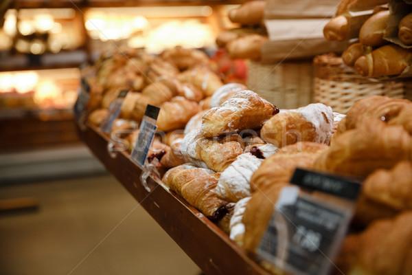 Zoete croissants supermarkt bakkerij afbeelding voedsel Stockfoto © deandrobot