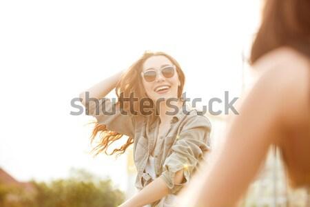 Jovem mulher atraente óculos de sol ao ar livre verão Foto stock © deandrobot