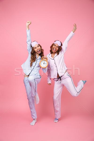 Grappig schreeuwen vrienden vrouwen pyjama Stockfoto © deandrobot