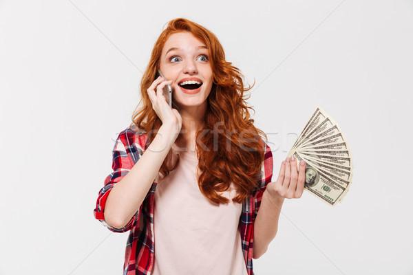 Szczęśliwy zdziwiony imbir kobieta shirt mówić Zdjęcia stock © deandrobot