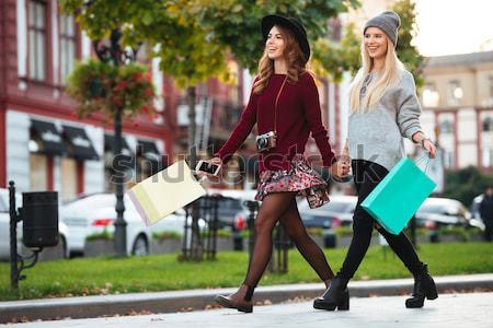 Tam uzunlukta portre iki gülen kızlar Stok fotoğraf © deandrobot
