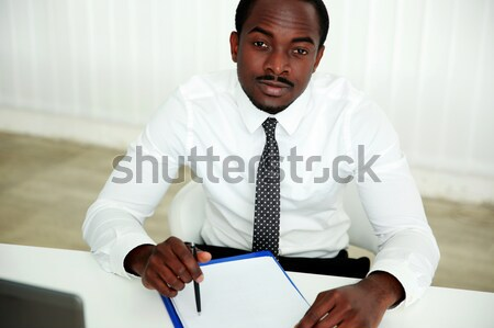 Africaine homme signature document bureau affaires Photo stock © deandrobot