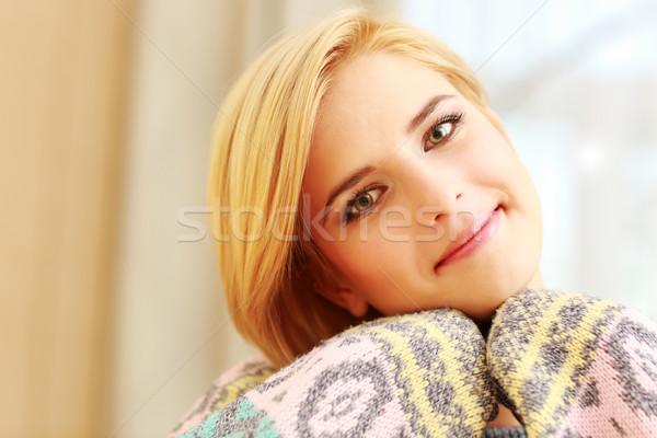 Jeunes heureux belle femme regarder caméra mode Photo stock © deandrobot