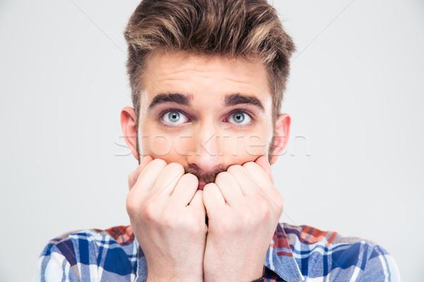 Portret bange man naar camera geïsoleerd Stockfoto © deandrobot