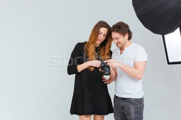 Photo stock: Photographe · modèle · regarder · caméra · écran · Homme