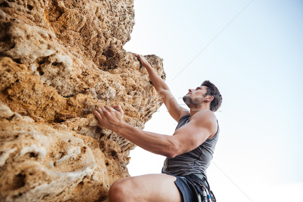Stockfoto: Man · greep · rock · steil · klif · muur