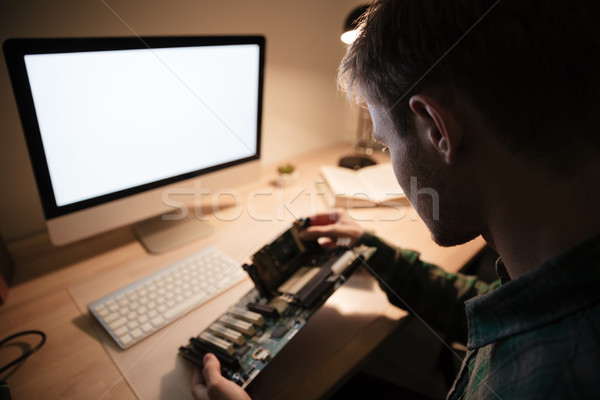Foto stock: Homem · placa-mãe · tabela · tela · computador