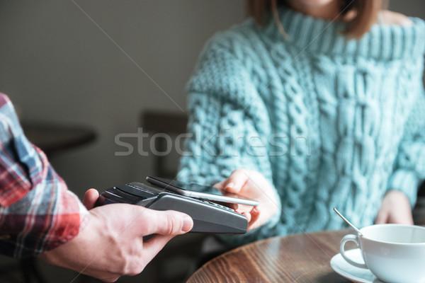 Dama suéter para teléfono foto jóvenes Foto stock © deandrobot
