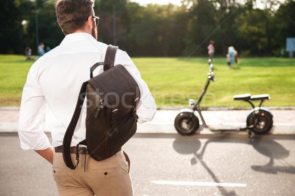 Ver de volta moço mochila posando motocicleta moderno Foto stock © deandrobot