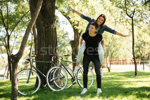 Jovem alegre casal piggyback parque Foto stock © deandrobot
