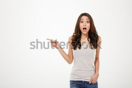 Imagem bastante animado menina cabelo castanho indicação Foto stock © deandrobot