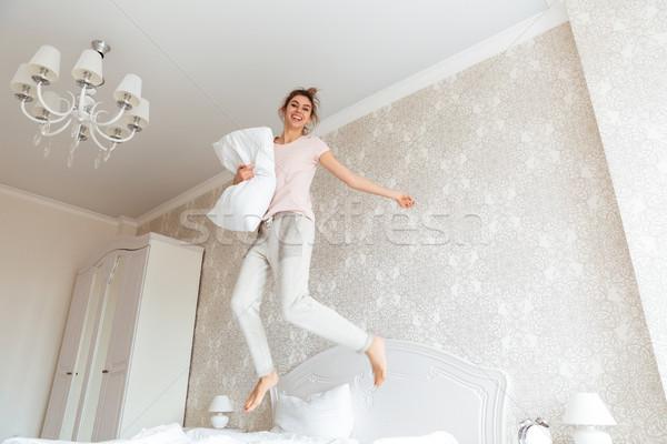 Tam uzunlukta görüntü genç kadın yatak gülen Stok fotoğraf © deandrobot