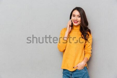 Satisfeito morena mulher suéter posando braço Foto stock © deandrobot
