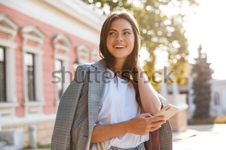 Incroyable jeune femme imperméable photo marche extérieur Photo stock © deandrobot
