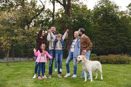 Heyecanlı büyük aile labrador retriever köpek zaman Stok fotoğraf © deandrobot