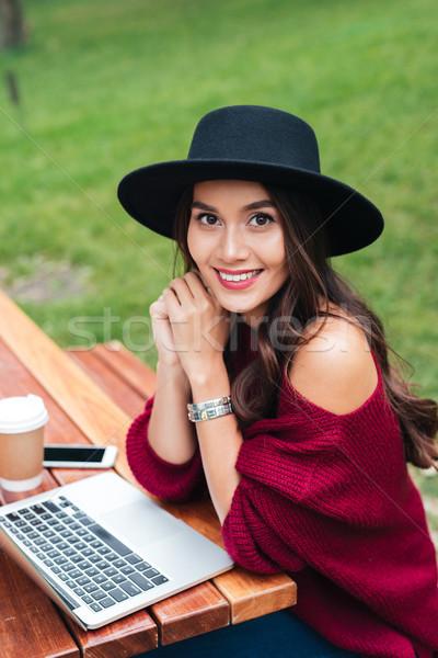 Zdjęcia stock: Portret · atrakcyjny · asian · dziewczyna · za · pomocą · laptopa · komputera