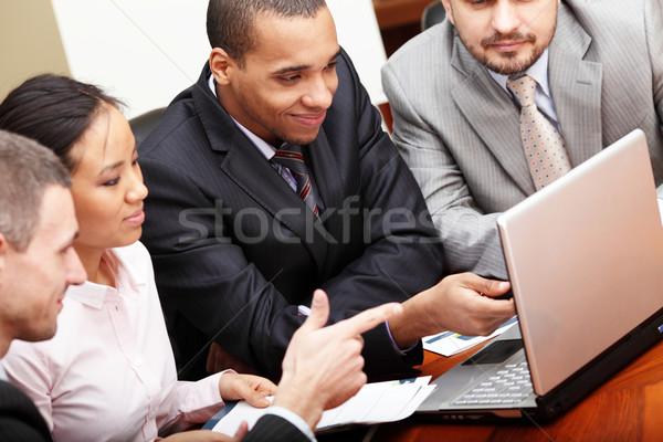 Többnemzetiségű üzleti csapat megbeszélés lány internet munka Stock fotó © deandrobot