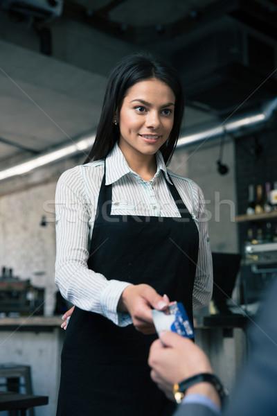 Człowiek kobiet kelner restauracji szczęśliwy Zdjęcia stock © deandrobot