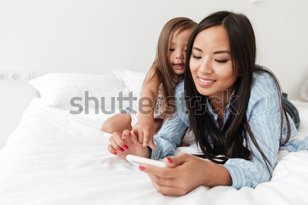 два близнецы чтение журнала спальня Сток-фото © deandrobot