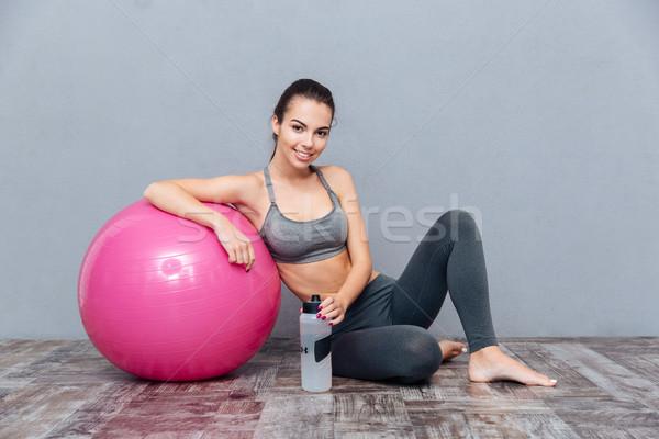 молодые красивой фитнес девушки розовый мяча Сток-фото © deandrobot