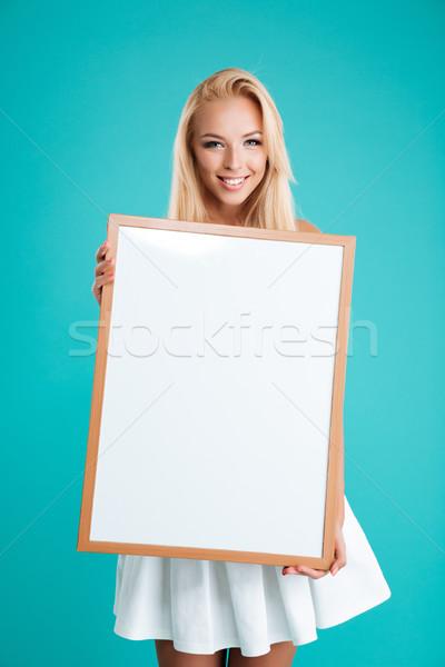 Foto stock: Sorridente · mulher · jovem · conselho · olhando · câmera