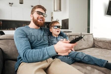 Genç baba izlerken tv 3d gözlük Stok fotoğraf © deandrobot