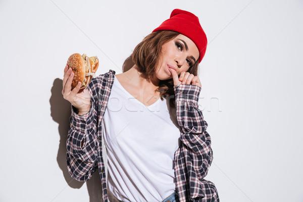 Aç kadın yeme Burger görüntü gömlek Stok fotoğraf © deandrobot